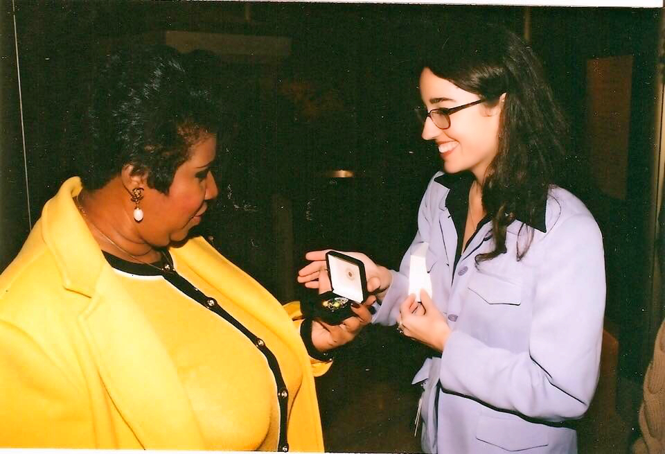 Johnna Miller at the National Museum of Natural History shows Aretha Franklin the Hope Diamond during Franklin's visit for the Smithsonian Institution's 150th anniversary celebration in August 1996.