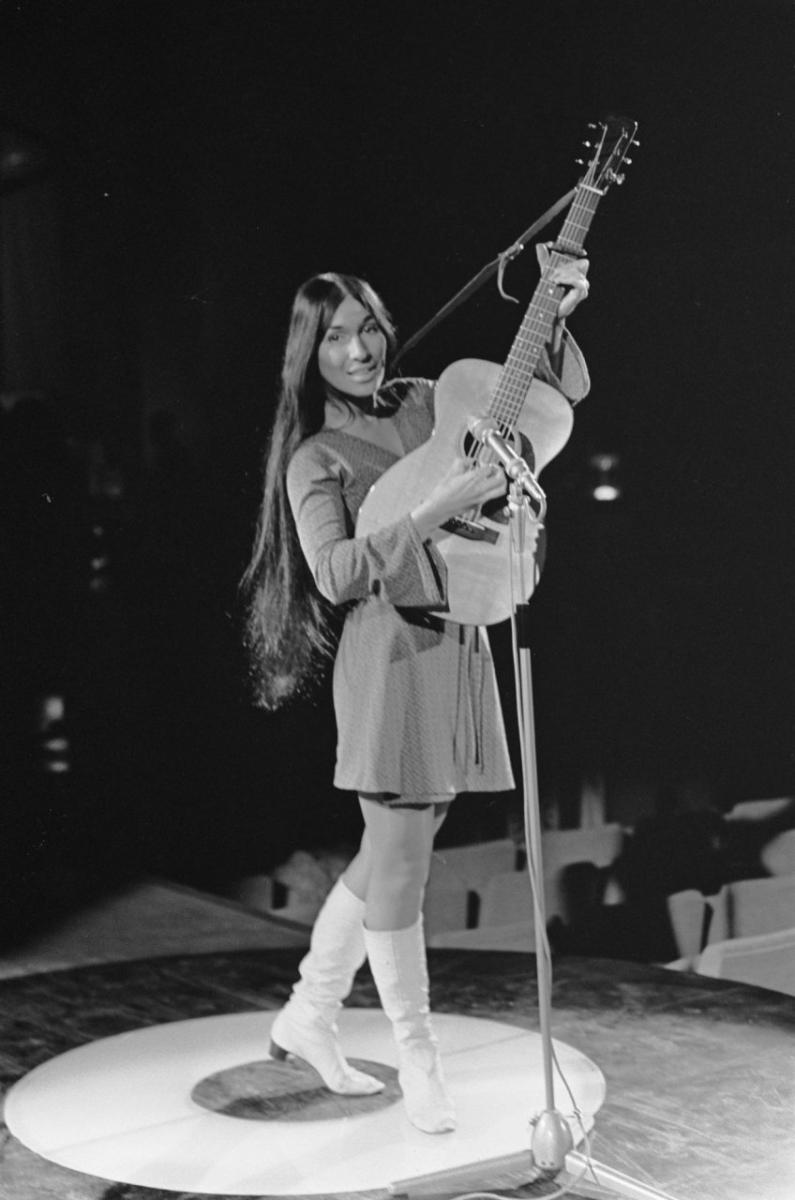 buffy_sainte-marie_2_repetities_1968-03-06_grand_gala_du_disque_populaire.jpg