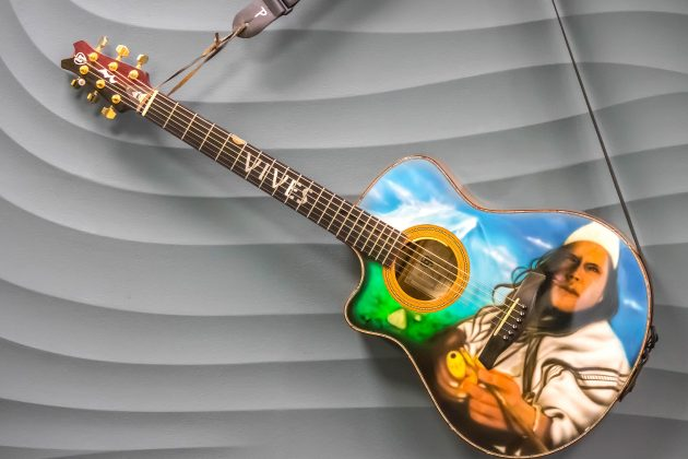 Painted guitar Carlos Vives donated to the Smithsonian