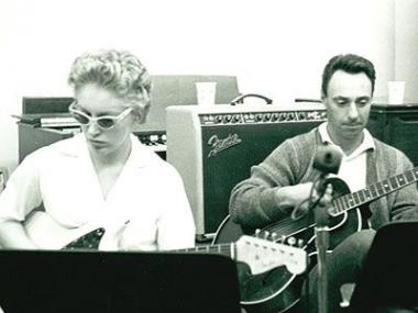 Carol Kaye and Bill Pitman on guitar at Gold Star; circa 1963.