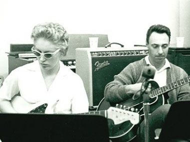 Carol Kaye and Bill Pitman on guitar at Gold Star; circa 1963.