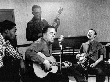 Alan Lomax (seated center) and Pete Seeger (seated right). National Portrait Gallery, Smithsonian Institution, © John Cohen, courtesy Deborah Bell, New York