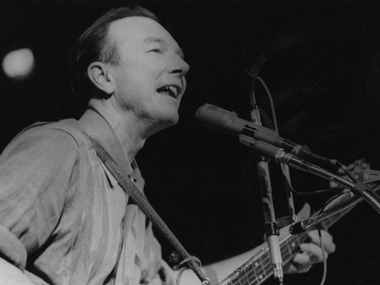 Pete Seeger at a peace rally in New York City, 1965. Photo by Diana Davies, Ralph Rinzler Folklife Archives